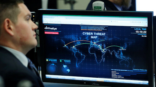 FILE PHOTO: A Department of Homeland Security worker listens to U.S. President Barack Obama talk at the National Cybersecurity and Communications Integration Center in Arlington, Virginia, January 13, 2015. REUTERS/Larry Downing/File Photo