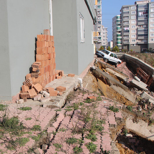 Samsun'da istinat duvarı çöktü: 6 katlı bina tahliye edildi