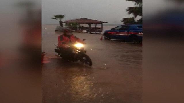 Marmaris'te yağış ve fırtına hayatı olumsuz etkiledi