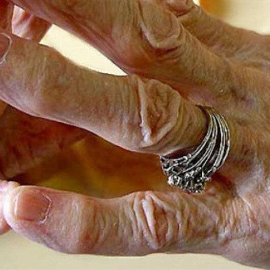 عجوز فرنسية وحيدة تحتفظ بجثة ابنها ستة أعوام ما قصتها؟
