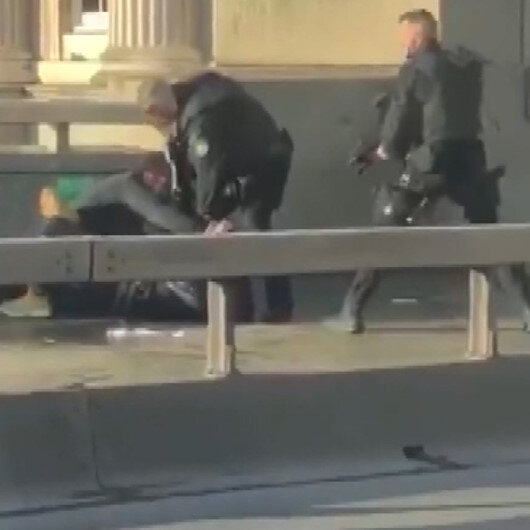 Londra Köprüsünde polis bıçaklı saldırganı yakın mesafeden vurarak öldürdü