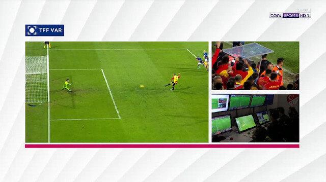 İzmir'de ilginç an: Golü iptal etti penaltı verdi