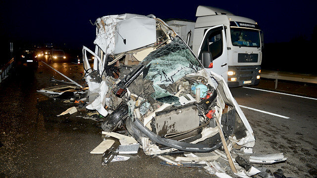 Bursasporlu taraftarları taşıyan minibüs kaza yaptı: 17 yaralı