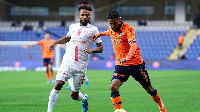 Başakşehir sahasında Antalyaspor'u 2-0 mağlup etti.