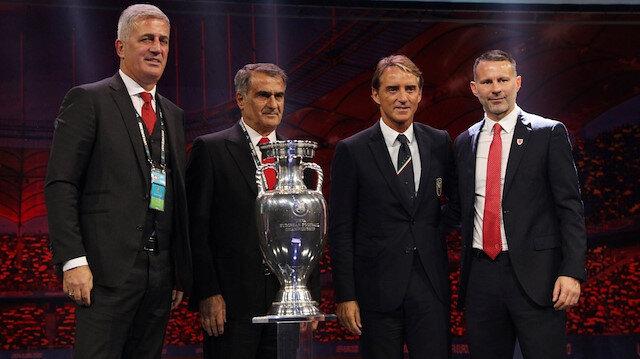 Şenol Güneş ve rakip takım teknik teknik direktörleri, kura günü kupa ile poz verdi.