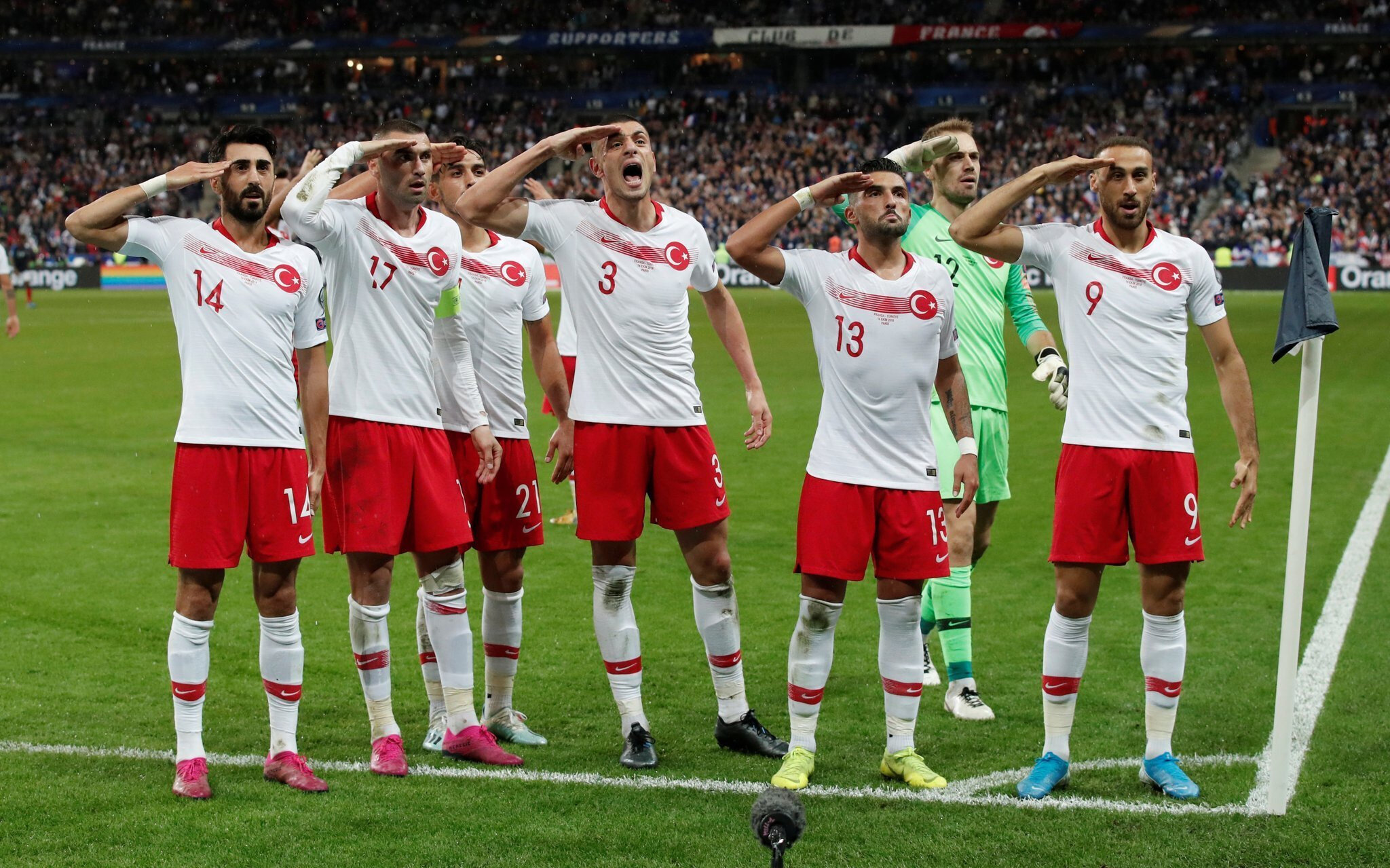 Millilerin asker selamı, Fransa rejisi tarafından ekrana getirilmemişti.