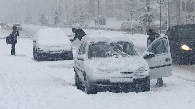 Erzurum beyaza büründü: Kar kalınlığı 10 santimetreye ulaştı