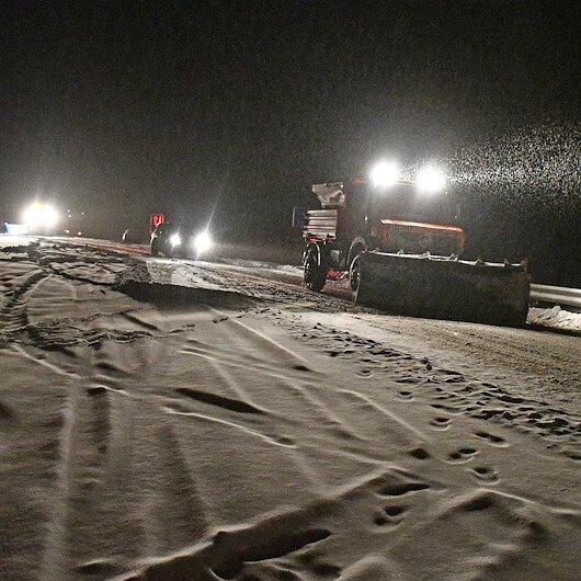 Doğu Anadolu Bölgesi'nde etkili olan kar yağışı ulaşımı olumsuz etkiledi
