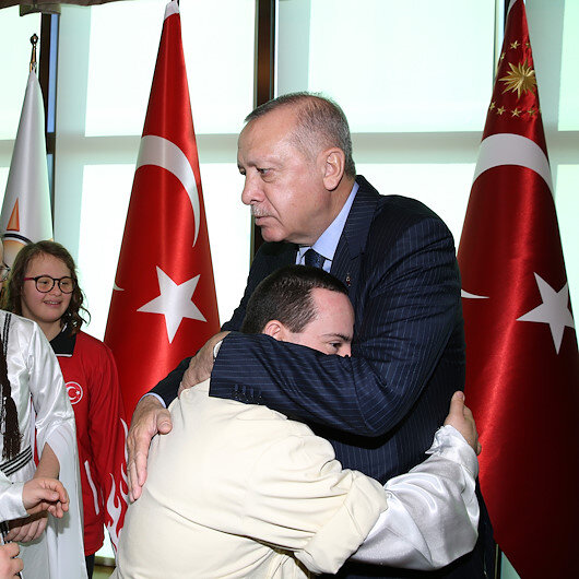 أردوغان يلتقي رياضيين من ذوي الاحتياجات الخاصة بأنقرة