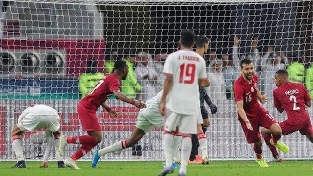 قطر تكتسح الإمارات برباعية وتتأهل لنصف نهائي