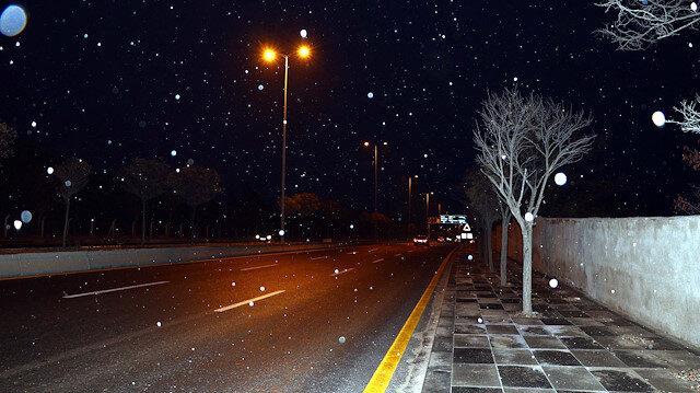 Ankara merkeze mevsimin ilk karı yağdı: Yüksek kesimler beyaza büründü