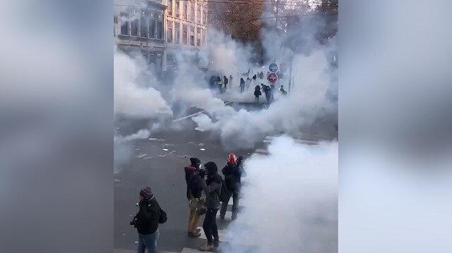 Fransa'daki grev gösterileri çatışmaya döndü