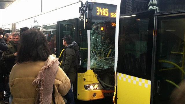 Fikirtepe'de metrobüsler kafa kafaya çarpıştı