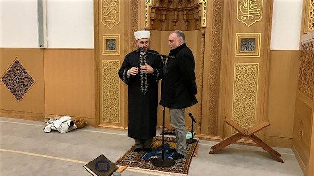 """مستشار المغني البريطاني """"يوسف إسلام"""" يعلن إسلامه بمسجد """"كامبريدج"""""""