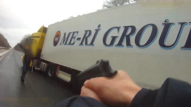 Ukrayna polisinin Türk TIR şoförlerine silah çektiği görüntüler yayınlandı