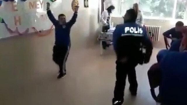 Polis memuru down sendromlu öğrenciyle zeybek oynadı