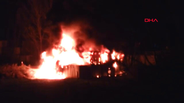 Sekiz konteyner alev alev yandı