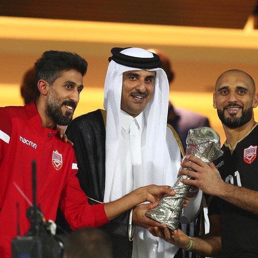 """أمير قطر يتوج البحرين بكأس """"خليجي 24"""""""