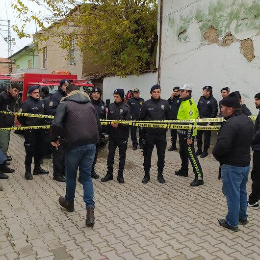 Konya'da 2 katlı kerpiç bina çöktü: 2'si çocuk 3 kişinin cansız bedenine ulaşıldı