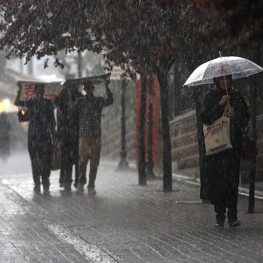 Meteoroloji Antalya'da yarın aşırı yağış beklendiğini belirterek ilk kez 'kırmızı' uyarıda bulundu