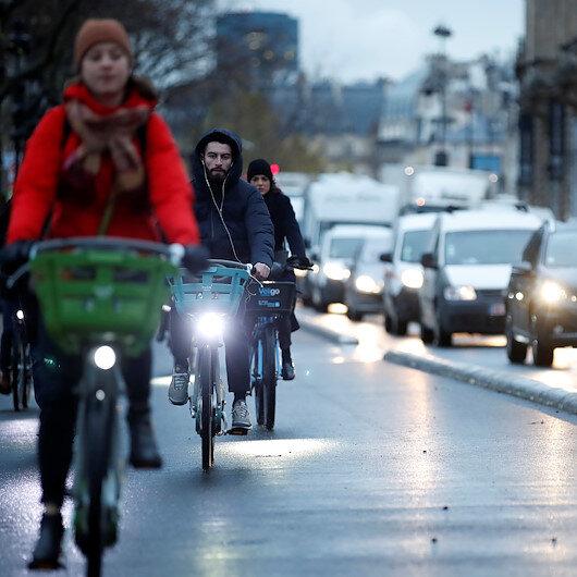 Fransa'da grev 7. gününde: Kamu hizmetlerinde ciddi aksamalar yaşanıyor