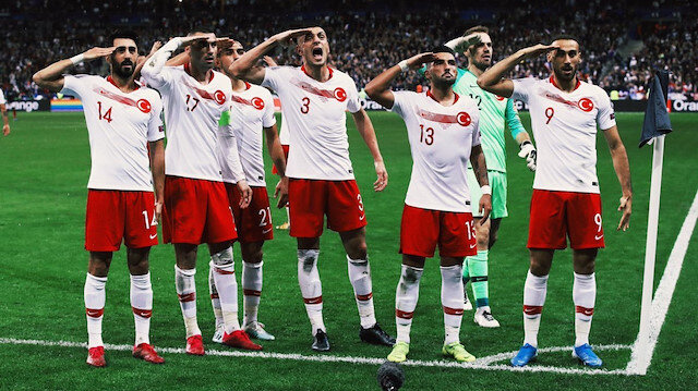 UEFA'nın 'asker selamı' soruşturmasından ceza çıkmadı