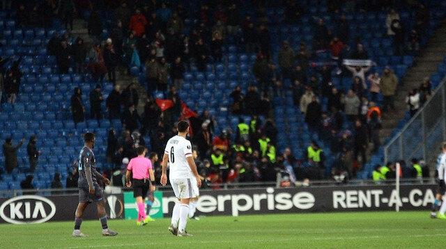 Basel-Trabzonspor maçında provokasyon: Paçavralara el konuldu
