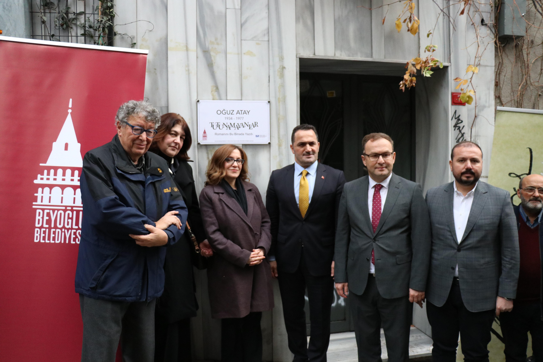 Tabela asma etkinliğine MSGSÜ Rektörü Prof. Dr. Handan İnci, Beyoğlu Belediye Başkanı Haydar Ali Yıldız ve Beyoğlu Kaymakamı Mustafa Demirelli katıldı.