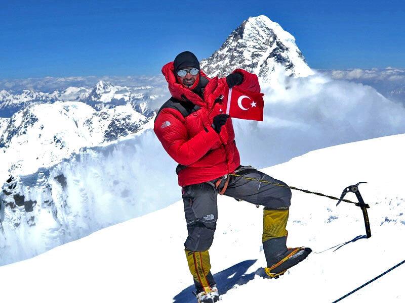 """Tunç Fındık """"Ülkemizin bayrağını dünyadaki tüm 8 bin metrelik dağların zirvesine çıkartmak benim için mutluluk verici"""" dedi."""