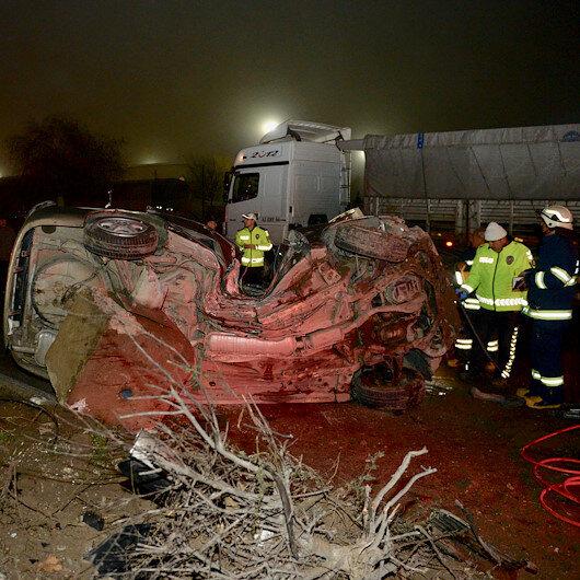 Eskişehir'de aydınlatma direğine çarpan otomobilin sürücüsü hayatını kaybetti