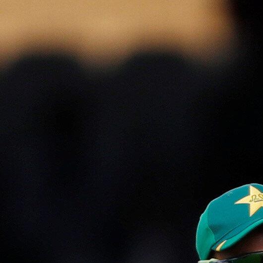 Cricket-Pakistan sniff series victory despite Fernando fightback