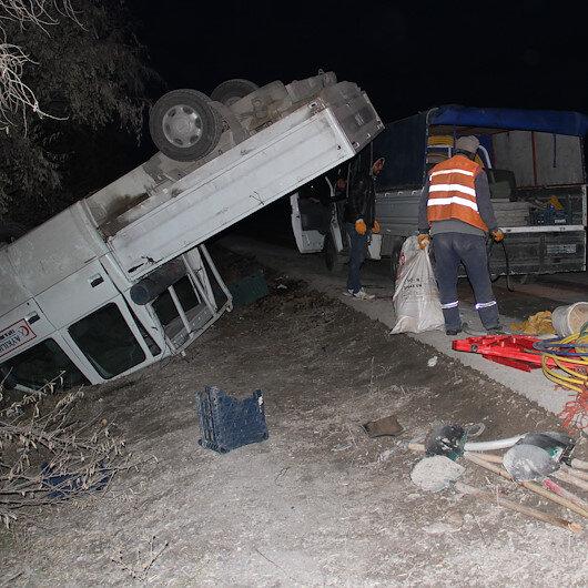Kayseri'de işçileri taşıyan kamyonet takla attı: 10 yaralı