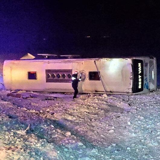 Kayseri'de yolcu otobüsü devrildi: 23 yaralı