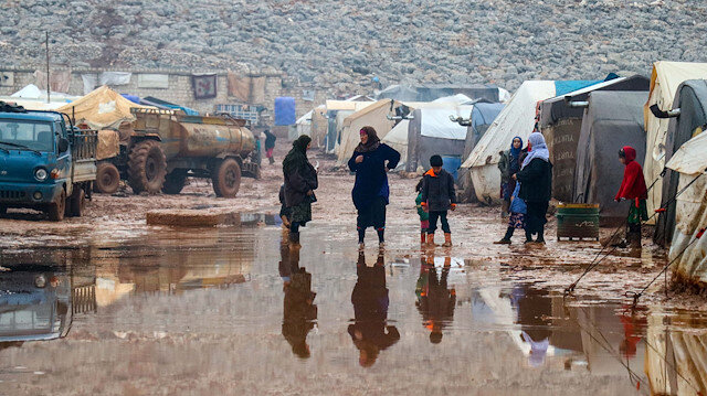 File photo: Syrian civilians' struggle against cold and mud in Idlib