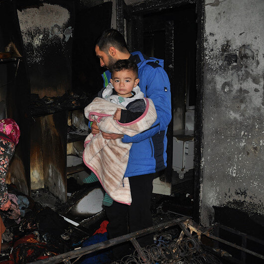 Bebeğin ağlamasıyla yanmaktan kurtuldular evsiz kaldılar: Yardım bekliyorlar