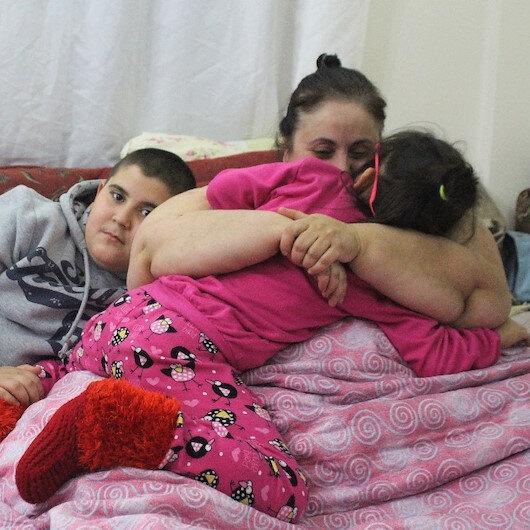 220 kiloluk kadının 'beni kurtarın' feryadı: Çocuklarım yeri geliyor bezimi değiştiriyor