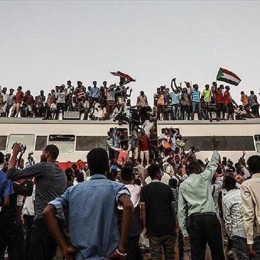 """السودان والأزمة الليبية..مواقف """"متوازنة"""" رغم الضغوط"""