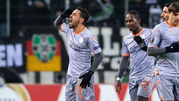 İrfan Can Kahveci'nin Mönchengladbach ağlarına gönderdiği gol sonrası yaşadığı sevinç.