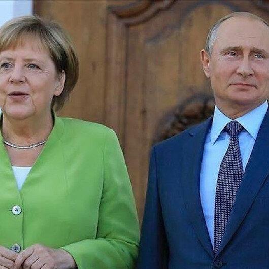 بوتين وميركل يبحثان الأزمة الليبية هاتفيا
