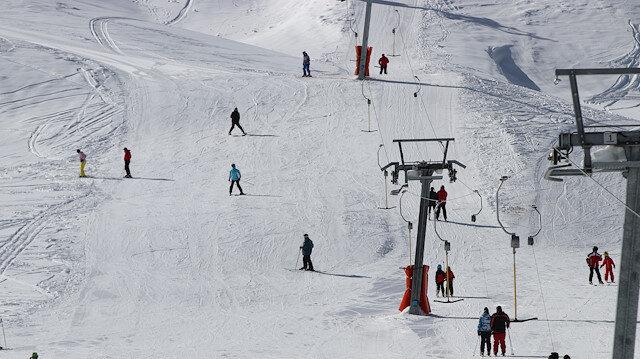 """في أسبوعين.. مركز تزلج """"دنيزلي"""" التركي يستقبل نحو 30 ألف زائر"""