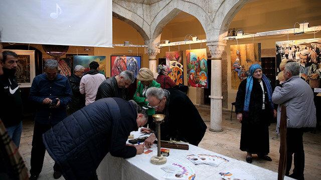 """إسطنبول.. 31 رساما تركيا وعربيا في """"تناغم"""" فني"""