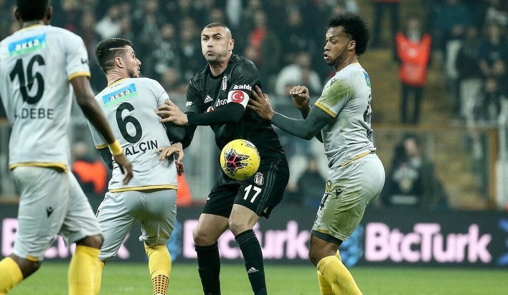 Burak Yılmaz'ın bu sezon Süper Lig'de çıktığı 11 maçta 5 gol attı.