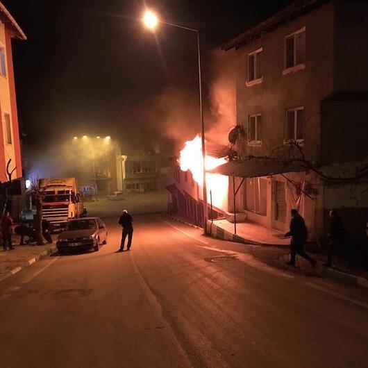 Alevlerin arasında kalan çift, son anda kurtarıldı: Yangının çıkış nedeni araştırılıyor