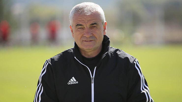 Rıza Çalımbay'ın çalıştırdığı Sivasspor ligde 1. sırada yer alıyor.