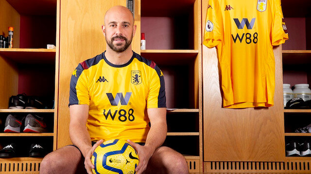 Pepe Reina 37 yaşında transfer oldu