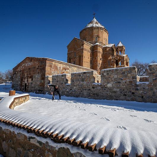 """وان التركية.. بياض الثلوج يرصع جزيرة """"أقدمار"""""""