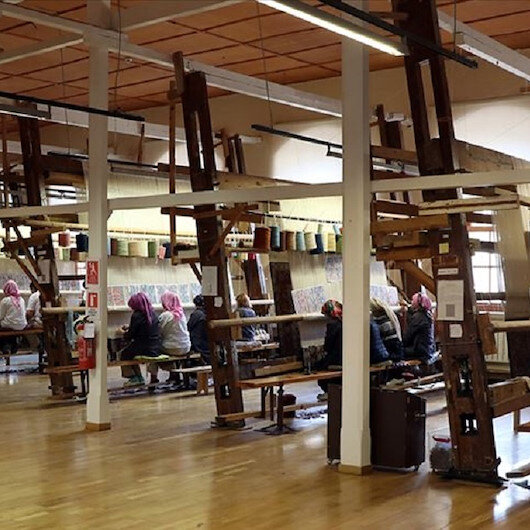 """مصنع """"هركة"""".. 129 عاما في نسج السجاد التركي"""