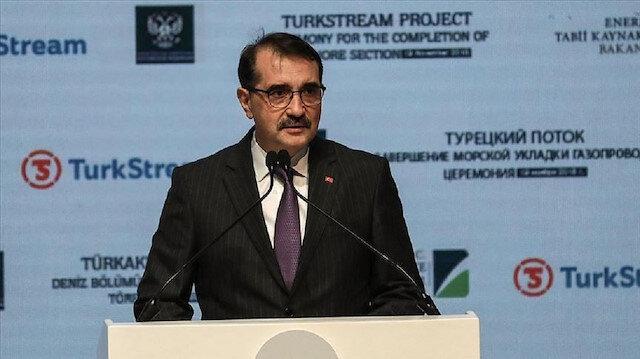 وزير الطاقة التركي يُدين مداهمة مكتب الأناضول بالقاهرة