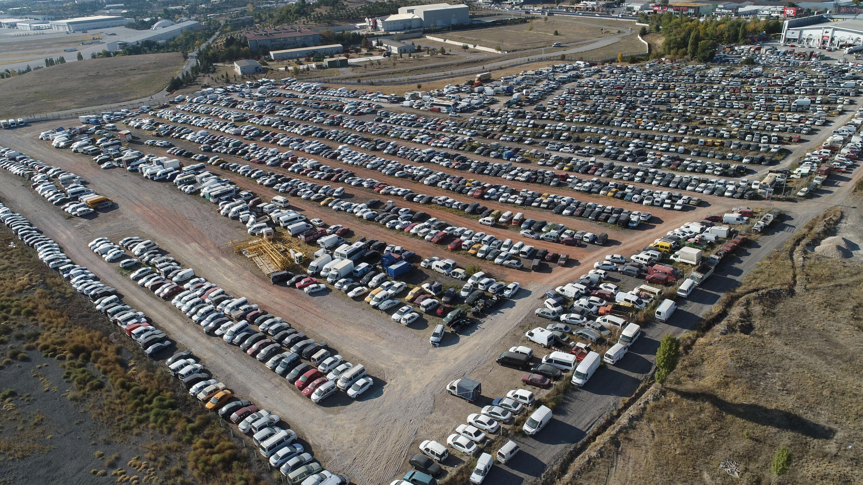 Ülke genelindeki yediemin otoparklarında binlerce araç alınmayı bekliyor.