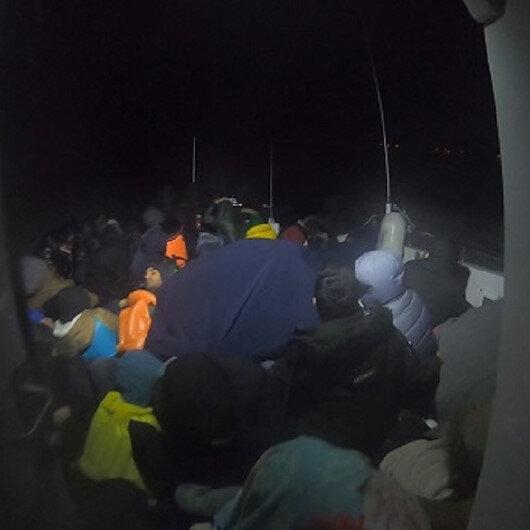 """خفر السواحل التركي يضبط 70 مهاجرًا قبالة """"جناق قلعة"""""""